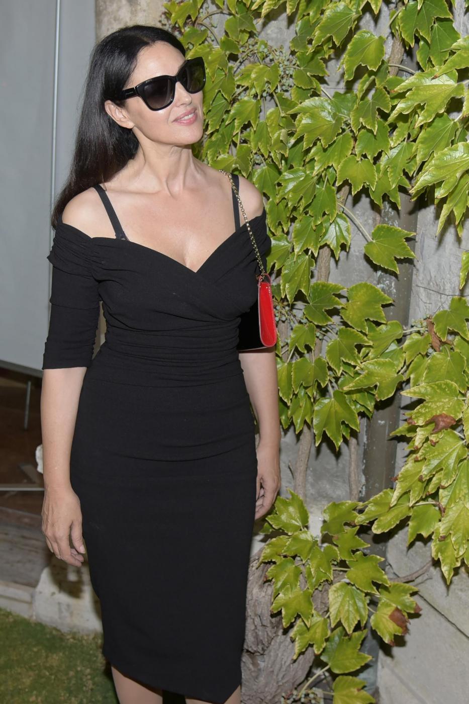Venezia, Monica Bellucci arriva alla darsena dell'Hotel Excelsior