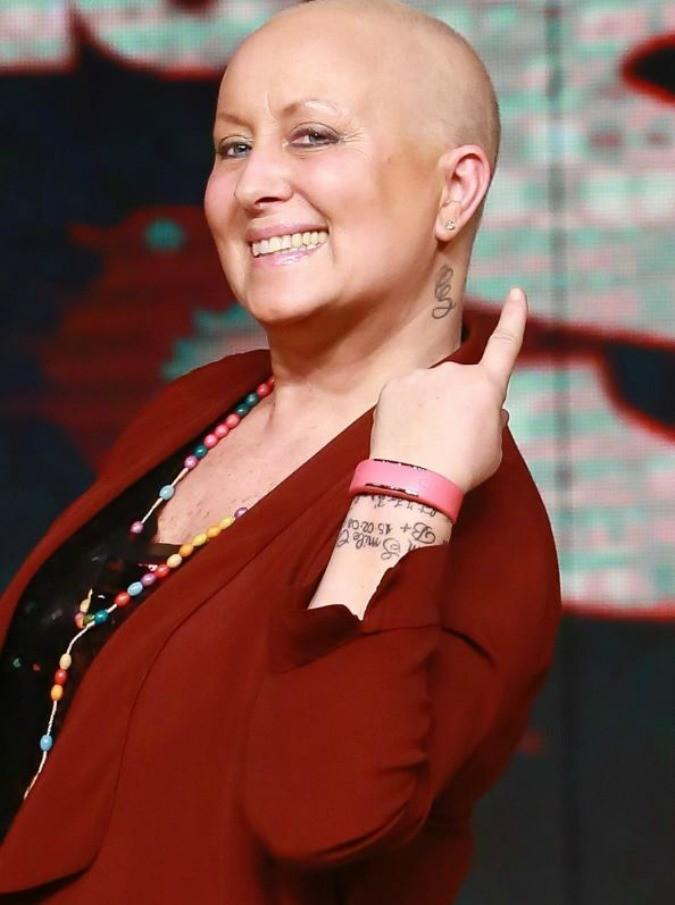 """Carolyn Smith smentisce: """"Non ho sconfitto il cancro. Ora inizia la seconda parte di questa battaglia"""""""
