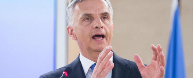 """Transfrontalieri, ministro svizzero a Gentiloni: """"Nessuna conseguenza ora"""". Maroni: """"È stata un'iniziativa politica"""""""