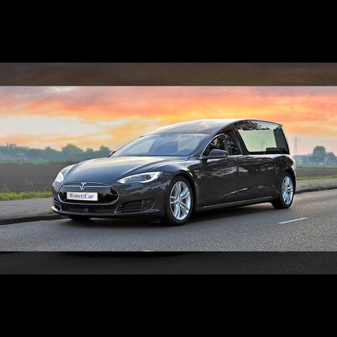 Tesla, la Model S diventa un carro funebre ad emissioni zero