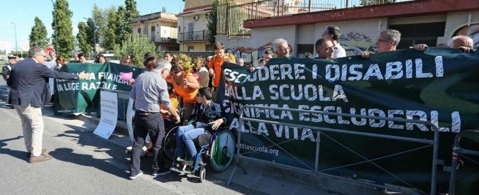 Disabili, 'la scuola può chiedermi 600 euro per un insegnante di sostegno?'