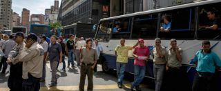 Venezuela, proteste degli autisti di autobus contro il governo: a Caracas strade bloccate per otto ore