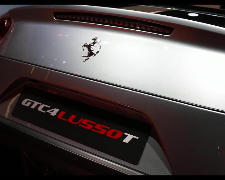 Salone di Parigi 2016, la Ferrari presenta la prima V8 a quattro posti – VIDEO
