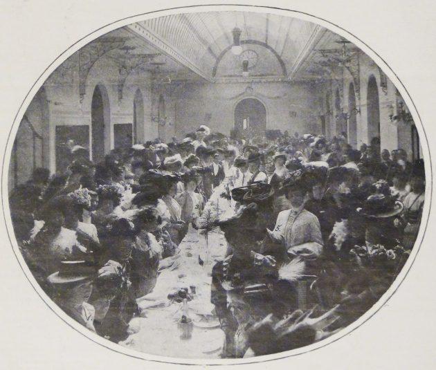 Il Congresso di attività pratica femminile, vignetta satirica, in: «Guerin Meschino», 25 maggio 1908, Archivio storico dell'Unione femminile nazionale