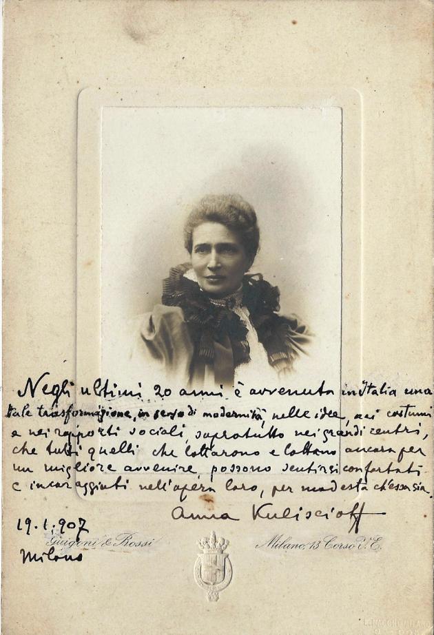 Fotografia di Anna Kuliscioff con autografo, 19 gennaio 1907, Fondo Ivan Matteo Lombardo- Fondazione Anna Kuliscioff