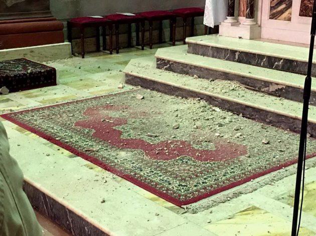 I crolli si sono verificati fino a Orte, in provincia di Viterbo. Qui i calcinacci caduti dentro la chiesa di Santa Caterina