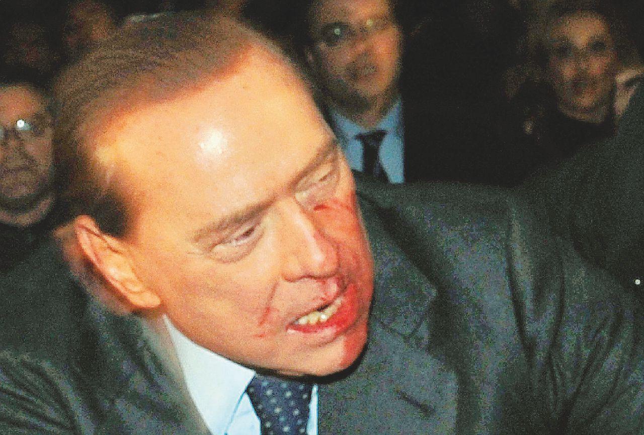 I miracoli di un Santo Pop: a Silvio tutto è perdonato