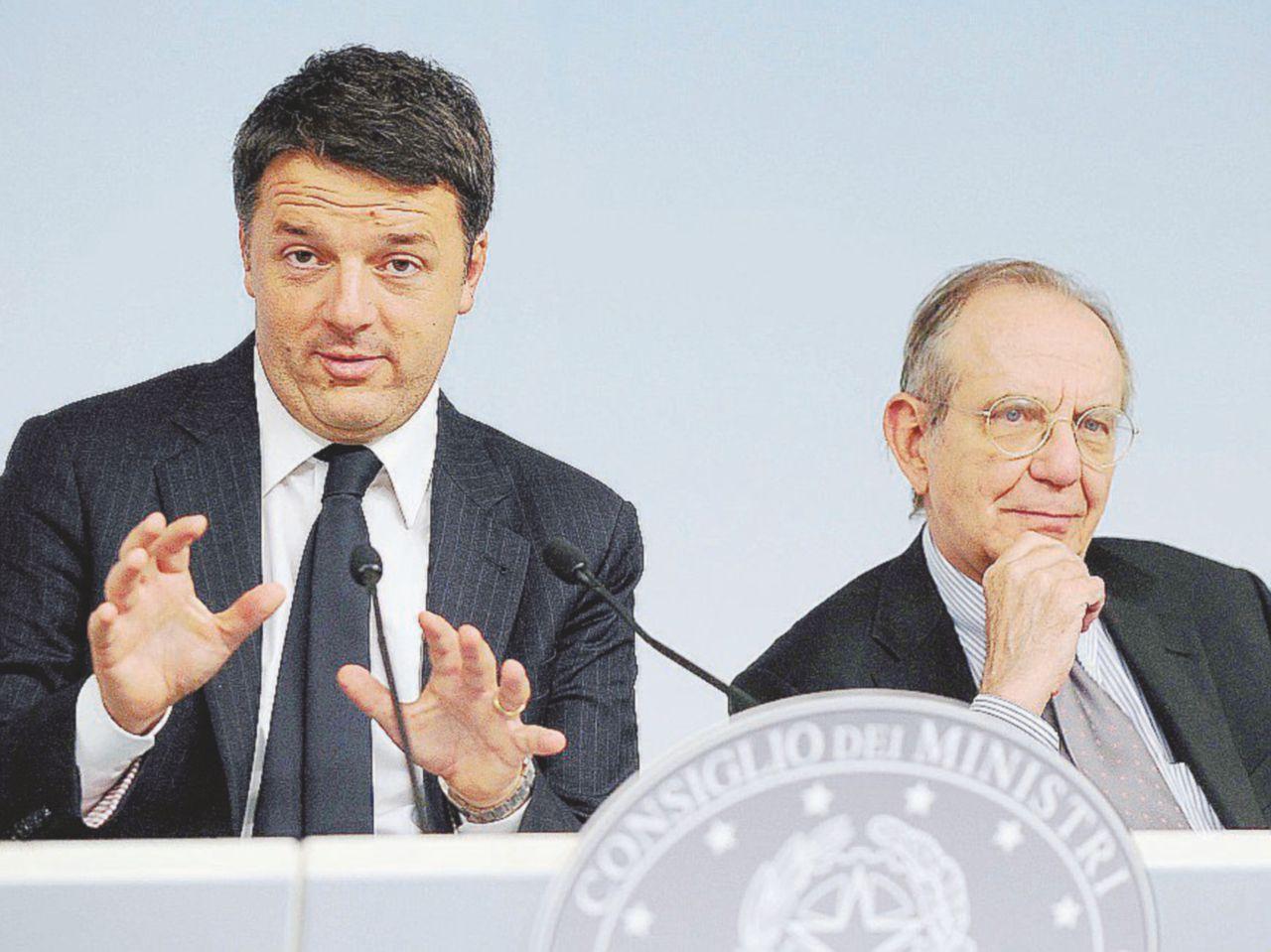 """Manovra da rifare: """"Il Tesoro di Padoan ha gonfiato i conti"""""""