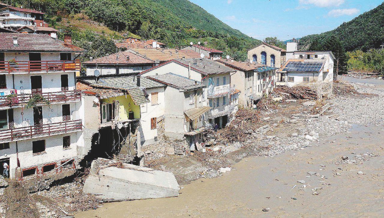 """In Edicola il 6 ottobre – Genova, Renzi si loda: """"Passi avanti giganteschi"""" nella sicurezza del territorio"""