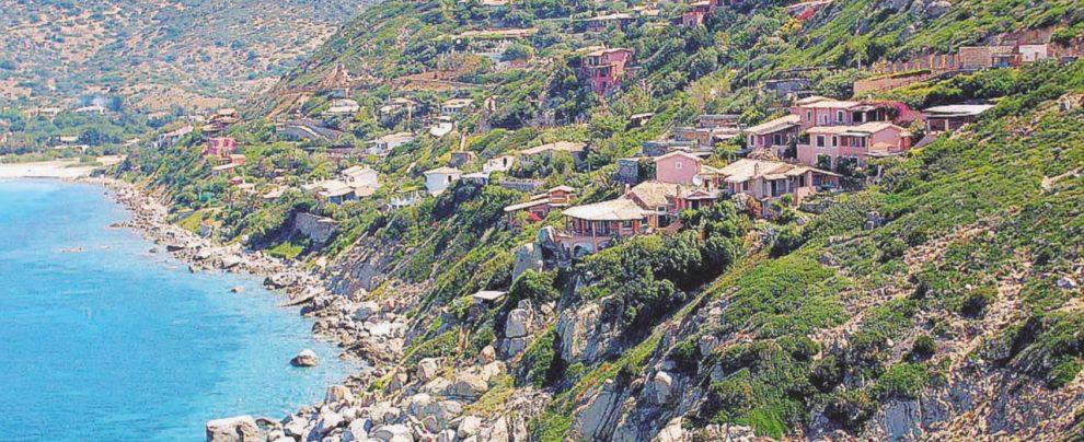 Allarme in Sardegna: grande svendita ai privati