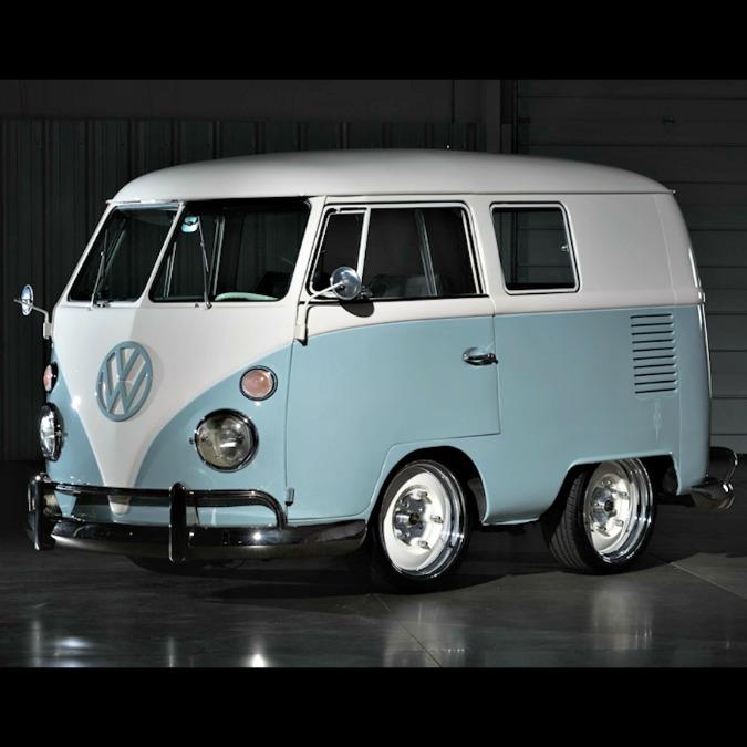 """Volkswagen, il """"mini"""" Bus restaurato va all'asta – FOTO"""