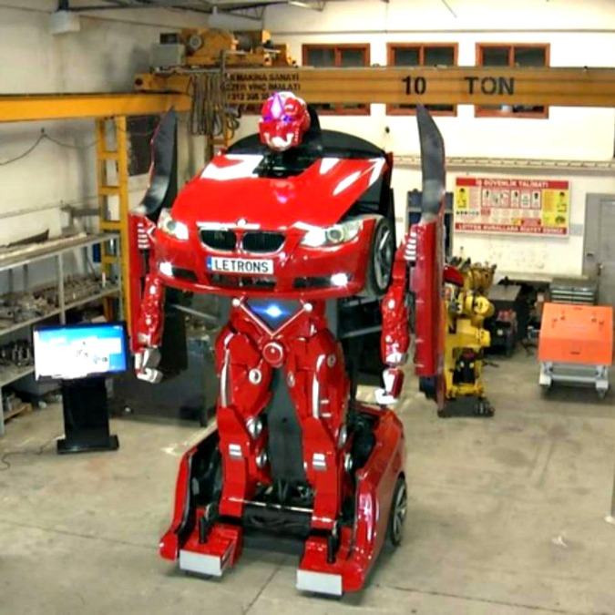 Bmw, in Turchia la Serie 3 diventa un robot Transformer – FOTO e VIDEO