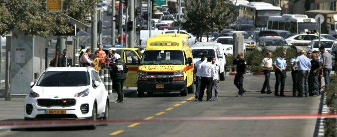Gerusalemme, spari dall'auto alla fermata della metro: 2 morti e 6 feriti. Aggressore palestinese ucciso dopo fuga