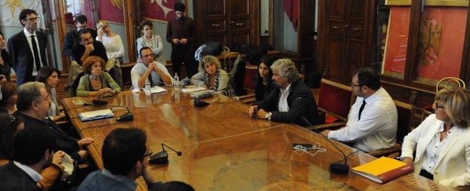 """Beppe Grillo in Campidoglio vede Virginia Raggi e i consiglieri M5s: """"Priorità sono trasporti, Atac e attività sul territorio"""""""