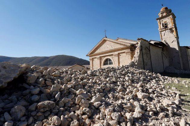 I danni alla chiesa di Sant'Antonio, a Norcia