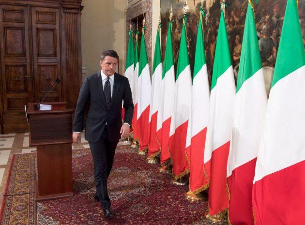 Il presidente del Consiglio Matteo Renzi al termine del punto stampa sul sisma a Palazzo Chigi