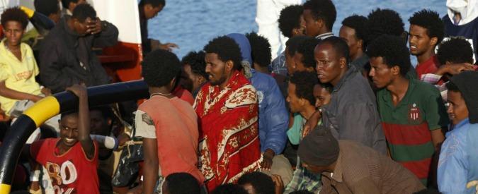 Migranti, oltre 4mila persone in arrivo in diversi porti italiani. 153mila sbarcati da inizio anno: superato il record del 2014
