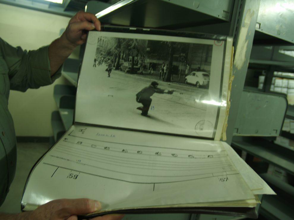 La foto simbolo degli Anni di Piombo. Era il 1977 e il fotografo Pedrizzetti immortale in via De Amicis il militante che spara con una P38. Nei disordini di quel giorno un proiettile colpì e uccise l'agente Antonio Custra