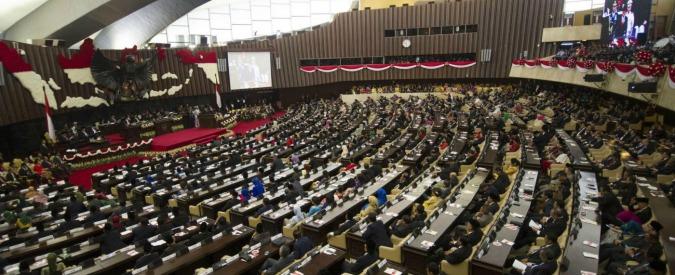 Indonesia, il parlamento approva la castrazione chimica per i pedofili
