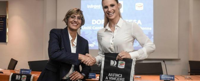 Hunziker e Bongiorno portano negli stadi la campagna anti-femminicidio: bambine a fianco dei calciatori di A
