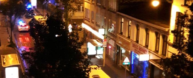 """Bruxelles, armato di coltello prende 15 ostaggi in un supermercato: arrestato. """"Aveva rubato nel negozio"""""""