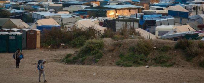 """Calais, interprete della Tv francese: """"Stuprata da un migrante"""". Intanto i giudici autorizzano sgombero del campo"""