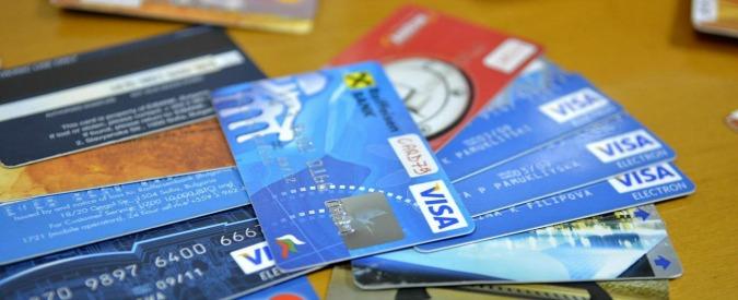 """Carte di credito, Antitrust: """"Vietato far pagare di più a chi le usa online"""". Multate due compagnie aeree"""