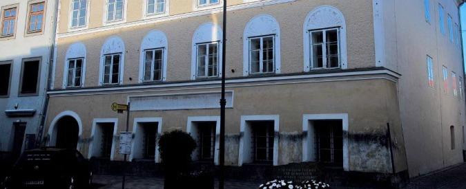 """Austria, la casa di Hitler sarà abbattuta, ok del governo: """"Stop a pellegrinaggio. E sosterremo ancora la ricerca storica"""""""