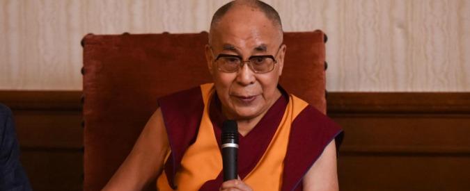 """Dalai Lama a Milano, Tenzin Gyatso riceve la cittadinanza onoraria. La Cina protesta: """"La scelta del Comune ci ferisce"""""""