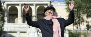 """Dario Fo, addio al premio Nobel. Grillo: """"Era la libertà incarnata, sarà sempre con noi"""". Renzi: """"Italia perde un protagonista"""""""