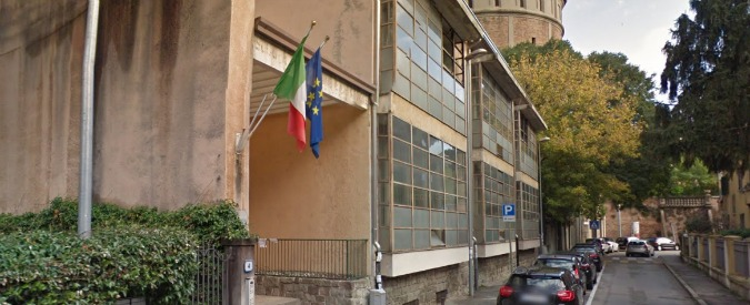 Padova, le maestre sentono gli scricchiolii e fanno uscire gli alunni. Il crollo del soffitto non causa feriti