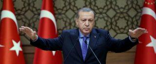 """Turchia, arrestato il direttore del giornale d'opposizione Cumhuriyet: """"Legami con organizzazioni terroristiche"""""""
