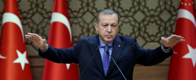 """Turchia, Erdogan: """"Se l'Occidente ti chiama dittatore è un bene"""". E invita a rispettare risultato elezione Trump"""
