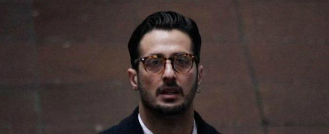 """Fabrizio Corona, nuovo show in Tribunale a Milano: """"Io dalla galera pago tasse mentre Formigoni è libero"""""""