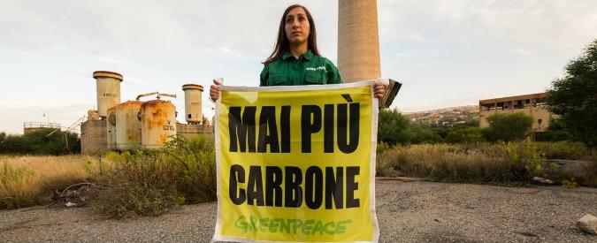 """Greenpeace, proteste contro la costruzione di una centrale a carbone in Calabria: """"Investiamo nelle energie rinnovabili"""""""
