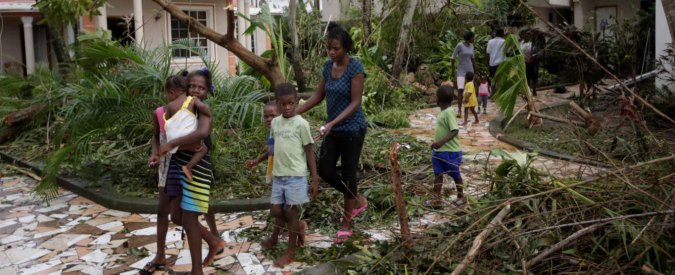 Uragano Matthew, 343 morti nei Caraibi. Obama chiede l'evacuazione di 3 milioni di persone