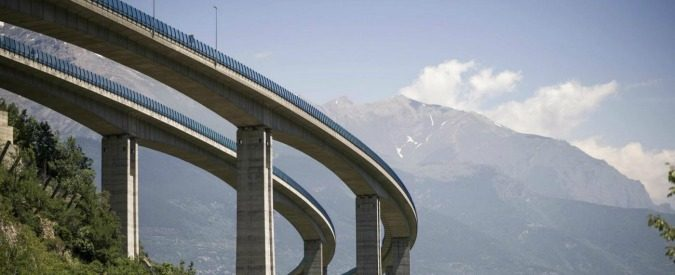 Grandi opere: 'infrastrutture-gate', corruttori e burocrazie infedeli