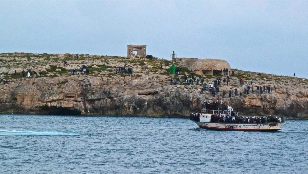 Lampedusa l nell 39 isola dei migranti dove non si nasce for Soggiorno a lampedusa