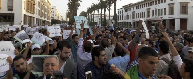 Marocco, ambulante schiacciato dentro camion dei rifiuti: proteste contro la polizia in tutto il Paese