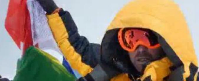 Sulla vetta dell'Himalaya senza bombole d'ossigeno: l'impresa di un poliziotto italiano