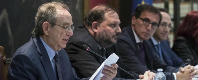 Conti pubblici, Ufficio bilancio: 'Manovra alle Camere in ritardo'. Moscovici: 'Deficit a 2,4% del pil? Non è la cifra che penso'