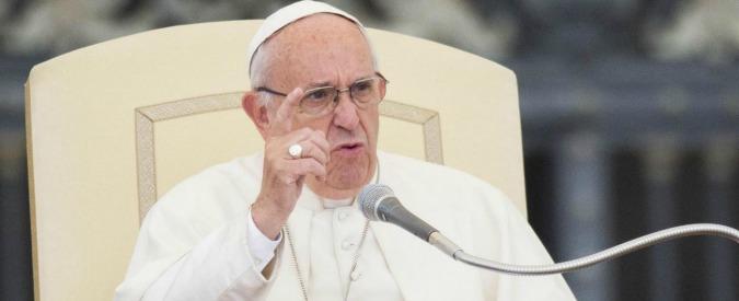 """Papa Francesco: """"Abbiamo un debito con i giovani, li obblighiamo a emigrare e mendicare lavori che non esistono"""""""