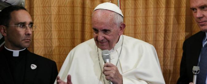 """Papa Francesco: """"Ho accompagnato i gay. Teoria gender è contro le cose naturali"""""""