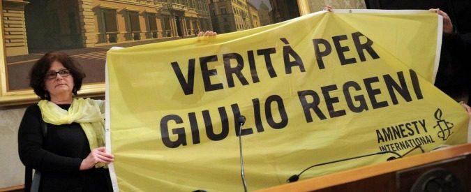 Giulio Regeni, lo striscione e il dente cariato del sindaco