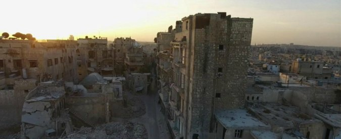 """Siria, Damasco: """"Esercito controlla gran parte di Aleppo Est"""". 10mila civili in fuga"""