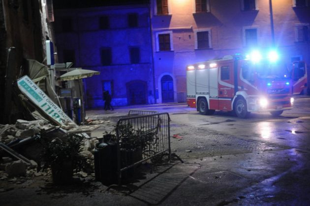 Foto LaPresse - Roberto Settonce 26/10/2016 Terremoto a Visso nella foto:gemye in piazza Photo LaPresse - Roberto Settonce 26th October 2 Hearthquake in Visso   in the photo: people inplaza