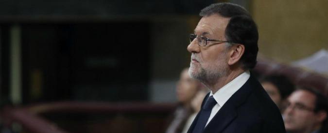 Spagna, Rajoy ottiene la fiducia grazie all'astensione dei socialisti. Madrid avrà un nuovo governo dopo 10 mesi