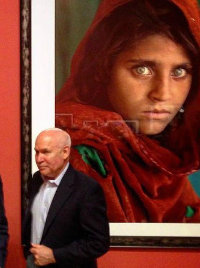 Steve McCurry, arrestata la ragazza afghana: i suoi occhi verdi, simbolo di un popolo