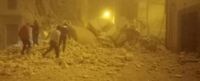 """Terremoto Centro Italia, la disperazione dei sindaci: """"Paesi finiti, è stato un bombardamento"""""""