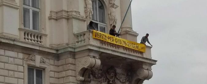 """""""Verità per Giulio Regeni"""", Serracchiani affigge striscione su palazzo Regione dopo rimozione del sindaco di Trieste"""